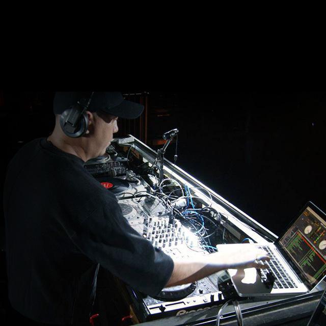 Kenny Bray<br />DJ/MC